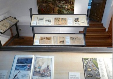 Vitrinen im Schulmuseum