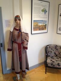 Modell einer Frau in fränkischer Tracht aus dem Stadtmuseum Meckenheim