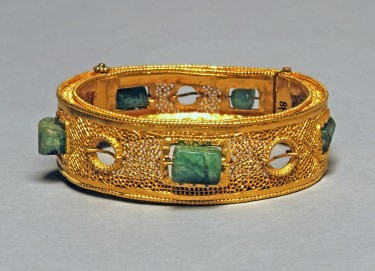 Goldarmband mit Smaragden