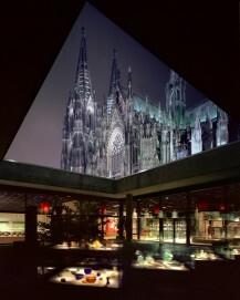 Römisch-Germanisches Museum der Stadt Köln, römisches Glas vor dem Kölner Dom