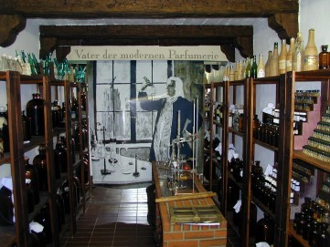 Essenzkammer im Duftmuseum