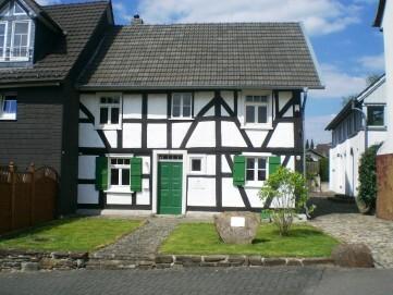 """Außenansicht der Gedenkstätte """"Landjuden an der Sieg"""" in Windeck-Rosbach"""