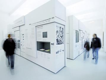 Gedenkhalle Oberhausen, Ausstellungsraum