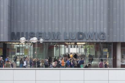 Museum Ludwig, Schriftzug