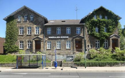 Außenansicht des Mineralien-Museums