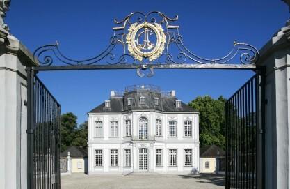 Schloss Falkenlust in Brühl, Ostseite