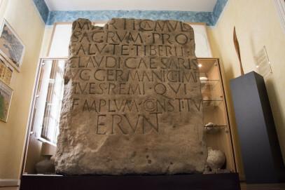 Museum Forum Arenacum, Stein