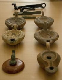 Museum Forum Arenacum, Öllampen