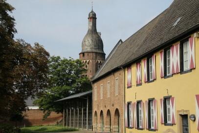 Rückansicht des Kreismuseums mit Neubau und Juddeturm