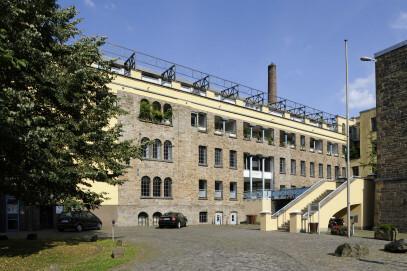 Das Zwirnereigebäude ist Teil der denkmalgeschützten Baumwollspinnerei Ermen & Engels, die 1837 von Friedrich Engels sen. gegründet wurde. Heute ist hier das LVR-Industriemuseum Engelskirchen zu finden.