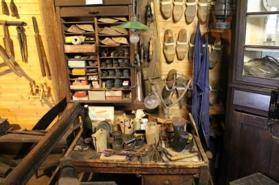 4. Stock: Bäuerliche und handwerkliche Geräte; Werkstatt des Schuhmachermeisters Aloys Krey (1908-2005)